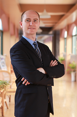 Rudi Graduated from the University of Pretoria (Capital), South Africa, College majors are good at English teaching in primary and junior middle schools
